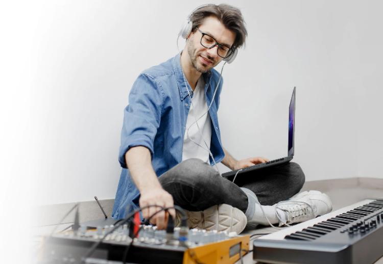 MSI Creator 15 profesionálny notebook pre tvorcov